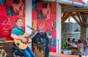 Latin gitárest Parrag Tiborral @ Huszár Vendéglő