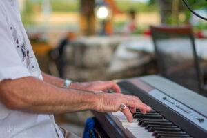 Zongoraest Örvényesen a paloznaki Szalay Zsolttal @ Huszár Vendéglő